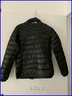 Doudoune noire à col montant et capuche amovible Marque The North Face